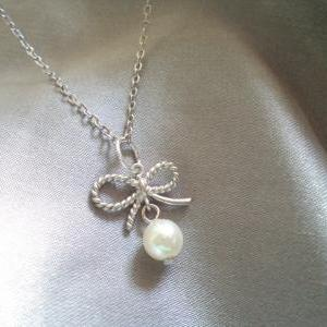 Ribbon with Pearl Necklace. White P..